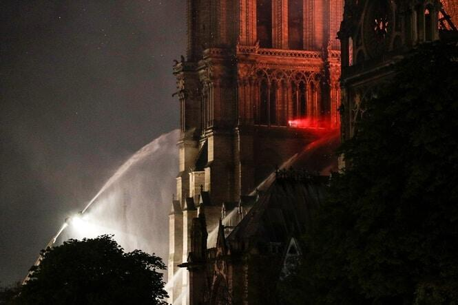 Around 500 firefighters were called on to tackle the blaze, which began at 18:50 (16:50 GMT). AFP