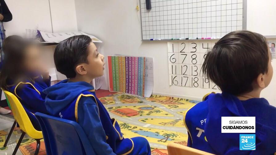 Los colegios privados en México enfrentan una gran deserción de alumnos porque muchos padres de familia que han perdido sus empleos no tienen cómo pagar las matrículas.