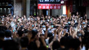 متظاهرون في هونغ كونغ في 1 تموز/يوليو 2020