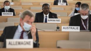 مندوب بوركينا فاسو يلقي خطابا في مجلس حقوق الإنسان التابع للأمم المتحدة في 19 حزيران/يونيو 2020 بجنيف