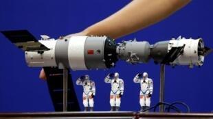 Imagen de Archivo. Un modelo del módulo de laboratorio espacial Tiangong-1. China, Junio 15, 2012.
