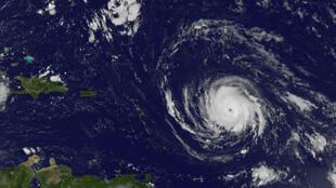 La llegada del huracán Irma de categoría 5 en las Antillas francesas esta previsto este martes.