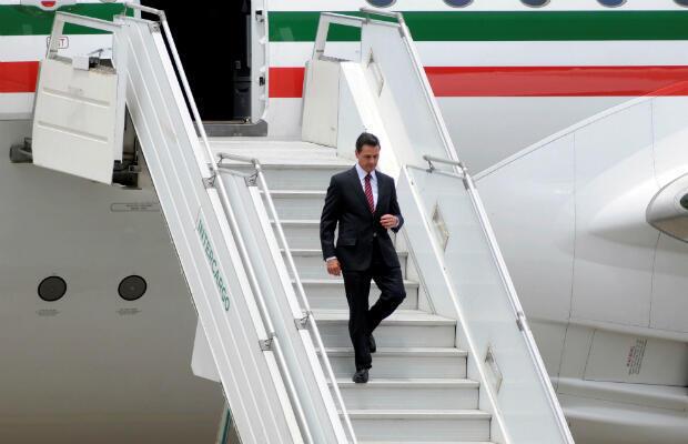 Fotografía cedida por la Organización del G20, que muestra al presidente de México, Enrique Peña Nieto, a su llegada el jueves 29 de noviembre de 2018, a Buenos Aires, Argentina, para participar en la Cumbre del G20, que se desarrollará entre el viernes y el sábado.