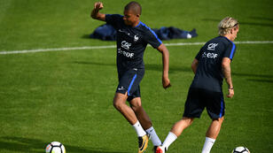 Kylian Mbappé et Antoine Griezmann à l'attaque de l'équipe de France.