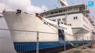 L'Africa Mercy est à l'ancrage dans le port de Douala depuis août 2017.