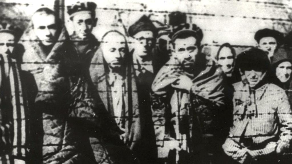 Imagen de archivo de prisioneros en Auscwhitz cuando llegó el Ejército Rojo a liberarlos.