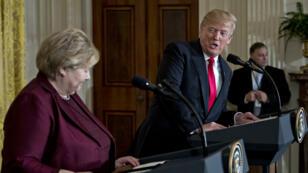 Le président américain Donald Trump en conférence de presse à la Maison Blanche, le 10 janvier, avec la Première ministre de la Norvège, Erna Solberg.