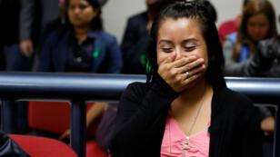 Evelyn Hernández, quien fue sentenciada a 30 años de prisión por un supuesto aborto, asiste a una audiencia en Ciudad Delgado, El Salvador, el 19 de agosto de 2019.