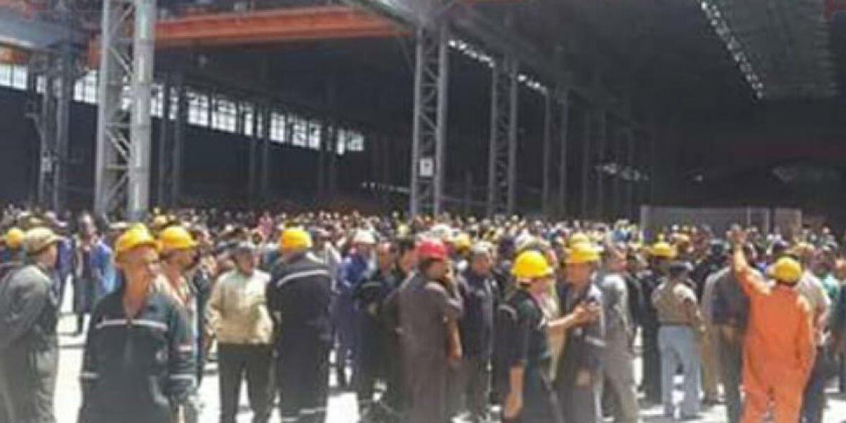 Workers demonstrate at Alexandria Shipyard, May 2016.