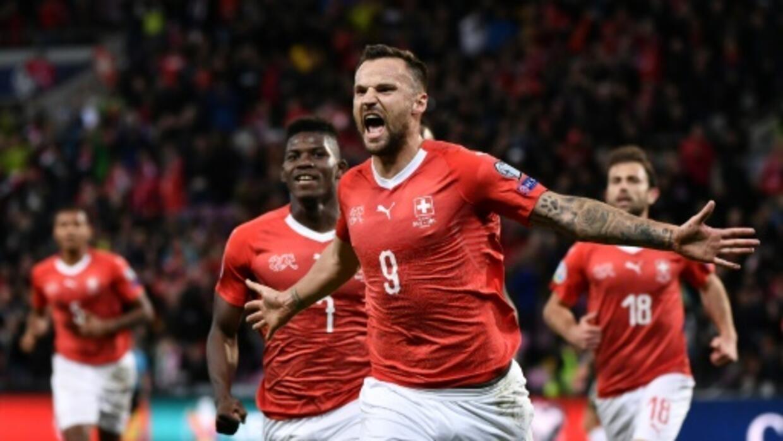 Switzerland beat Ireland to keep automatic Euro hopes alive