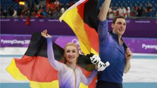 Aljona Savchenko y Bruno Massot, ganadores de la medalla de oro en los Olímpicos de Invierno de Pyeongyang, Corea del Sur.