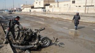 آثار التفجير الذي هز سوقا شيعيا في العراق