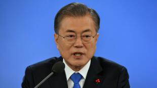 El presidente de Corea del Sur, Moon Jae- in, celebra su conferencia de prensa de Año Nuevo en la Casa Azul presidencial en Seúl, el 10 de enero de 2019.