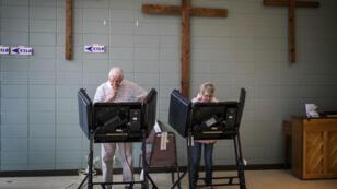 """Une élection très serrée en Caroline du Nord pourrait être annulée à cause des agissements d'un """"conseiller électoral"""" très controversé."""