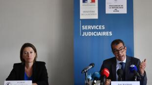 Le procureur de la république de Dijon, Eric Mathais, et la directrice de la police de Dijon, Magali Caillat, lors d'une conférence de presse, le 20 juin 2020.