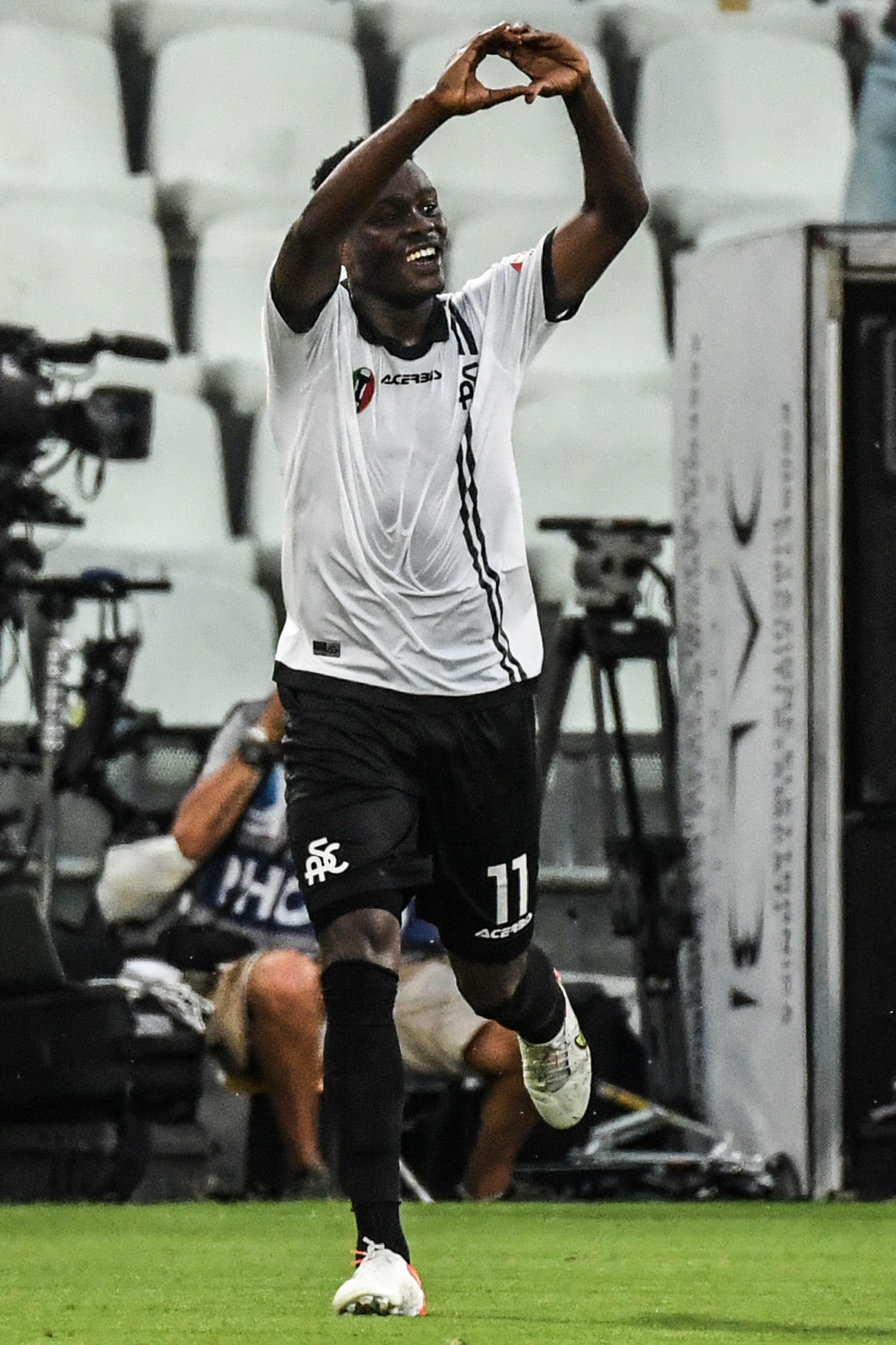 L'attaccante ghanese della Spezia Emmanuel Gyasi marcatore contro la Juventus, 22 settembre 2021 a La Spezia