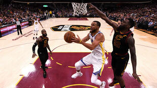 Le meneur star des Golden State Warriors, Stephen Curry, vendredi 8 juin 2018, lors du match 4 de la finale NBA sur le parquet des Cleveland Cavaliers.
