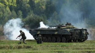 """Des soldats ukrainiens participent à l'exercice """"Rapid Trident-2017"""", mené avec les États-Unis, le 15 septembre 2017."""