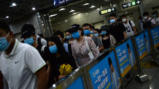 People wearing face masks commute inside a subway station during morning rush hour, following new cases of coronavirus disease (COVID-19) infections in Beijing, China June 15, 2020.