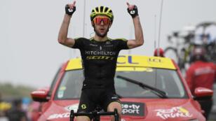 Le Britannique Simon Yates remporte sa deuxième étape sur le Tour de France, au sommet du Prat d'Albis, en Ariège.