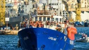 سفينة لايف لاين الإنسانية لدى وصولها إلى ميناء فاليتا في 27 حزيران/يونيو 2018.
