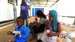 مهاجرون من بلدان جنوب الصحراء في ليبيا
