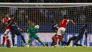 أرسنال تعادل الثلاثاء أمام باريس سان جرمان في الجولة الأولى لمجموعات دوري الأبطال.
