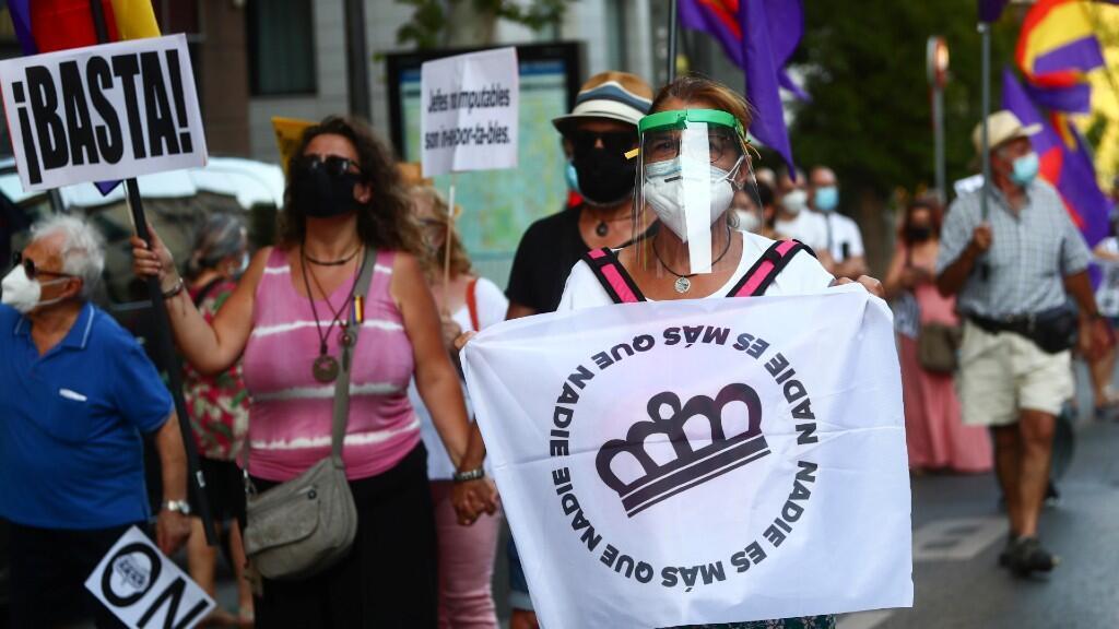 Cientos de personas marcharon por el centro de Madrid pidiendo el fin de la monarquía, una proclamación histórica de una parte de la población española. Madrid, España, 25 de julio de 2020.