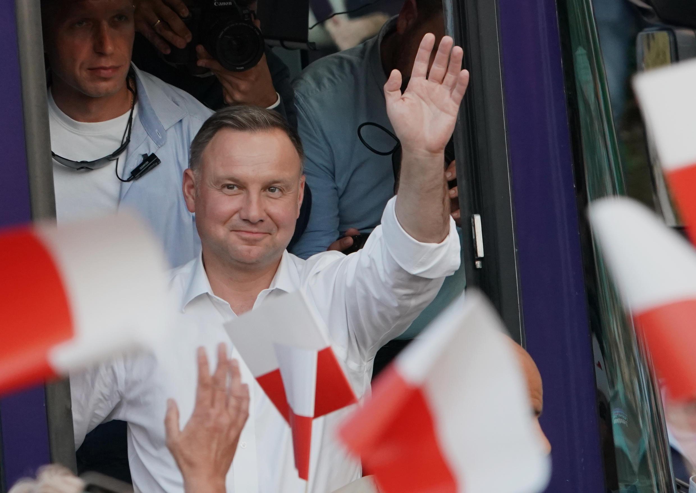 Andrzej Duda a remporté la présidentielle en devançant le libéral pro-européen Rafal Trzaskowski, avec 51,2 % des votes contre 48,8 %.
