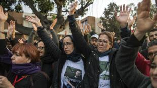 Des proches des prévenus manifestent, le 5avril2019, à Casablanca.