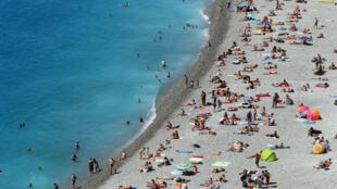 Une plage niçoise, le 23 août 2016.