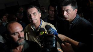 Jair Bolsonaro lors d'une conférence de presse à Rio le 17 octobre 2018.