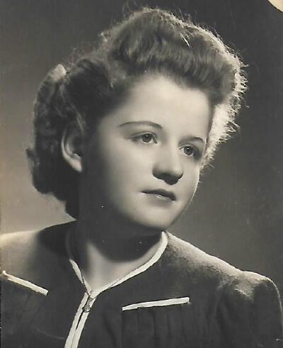 Olga Pikovsky a été déportée le 19avril1943, vers Auschwitz, à l'âge de 19ans. Il existe un acte de décès pour la jeune fille établi dans le camp, en date du 6décembre1943. Elle y aurait donc survécu quelques mois.
