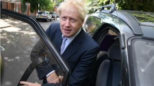 Boris Johnson quitte sa résidence du sud de Londres, le 28mai.