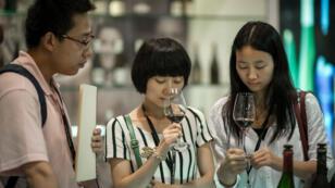 Les exportations de vin AOP vers l'Asie ont augmenté de 24 % en 2015.