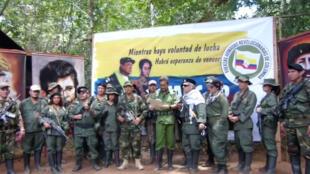 El excomandante de las FARC 'Iván Márquez' lee una declaración en la que anuncia que de que tomarán la insurgencia una vez más, en esta captura de pantalla sin fecha obtenida de un video publicado el 29 de agosto de 2019.