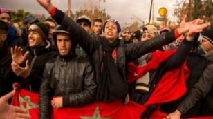 محتجون مغاربة أثناء وفقة احتجاجية في مدينة جرادة المغربية  27 ديسمبر 2017.