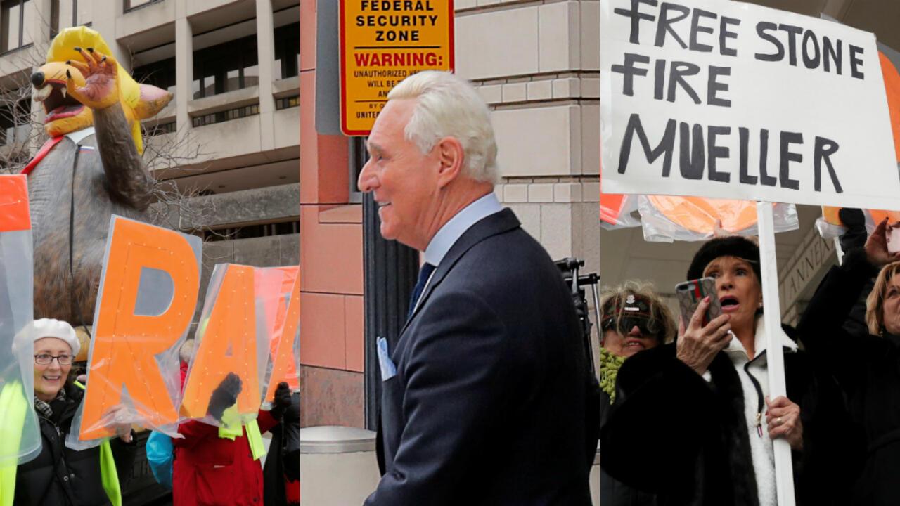 En la corte de distrito de Washington, el consultor republicano Roger Stone se encontró con manifestantes que lo señalaban de traidor y otros que piden su libertad.