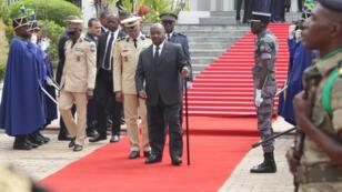 Le président gabonais Ali Bongo fait sa première apparition en public près de dix mois après un accident vasculaire cérébral,  lors d'une cérémonie commémorative, le 16 août 2019.
