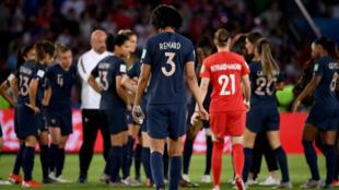 Les joueuses de l'équipe de France au coup de sifflet final du quart de finale contre les Etats-Unis.