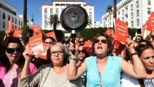مظاهرة سابقة نظمت أمام البرلمان احتجاجا على تصريحات لرئيس الحكومة حول دور المرأة