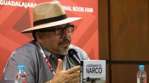 """Le journaliste Javier Valdez présente son livre """"Huerfanos del Narco"""" (""""Les orphelins du narcotrafic""""), le 27 novembre 2016, à Mexico."""