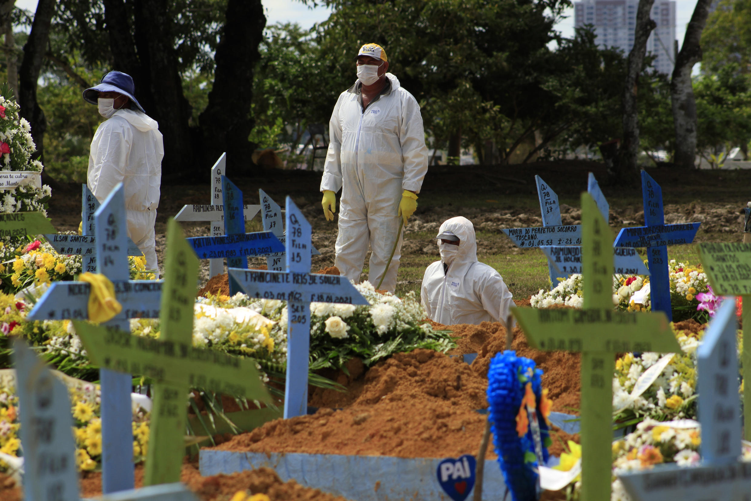 Gravediggers are seen during the funeral of a COVID-19 victim at the Nossa Senhora Aparecida cemetery in Manaus, Amazonas state, Brazil, on January 22, 2021, amid the new coronavirus pandemic.