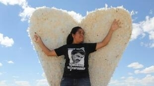 مكسيكية تشارك في مظاهرة معارضة لمساعي الرئيس إنريك بينا نييتو تشريع زواج المثليين