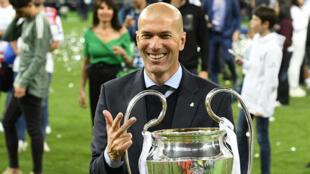 زيدان فاز السبت الماضي بدوري أبطال أوروبا للمرة الثالثة على التوالي مع ريال مدريد