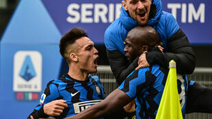 Inter Milan's Romelu Lukaku (R) and Lautaro Martinez (L) both scored in a derby win over AC Milan