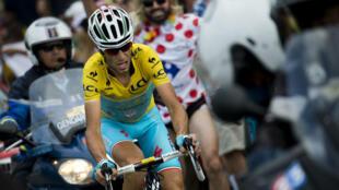 L'Italien Vincenzo Nibali lors de la 18e étape du Tour de France reliant Pau à Hautacam