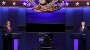 Donald Trump y Joe Biden durante la apertura del debate presidencial final en el Curb Event Center de la Universidad de Belmont en Nashville, Tennessee, Estados Unidos, el 22 de octubre de 2020.