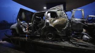 Ce véhicule de patrouille de l'OSCE a été détruit par l'explosion d'une mine qui a été fatale à un Américain, dimanche 23 avril 2017.