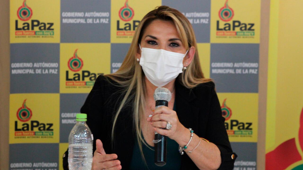 La presidenta interina de Bolivia, Jeanine Áñez, en un acto público del pasado, 16 de abril de 2020.